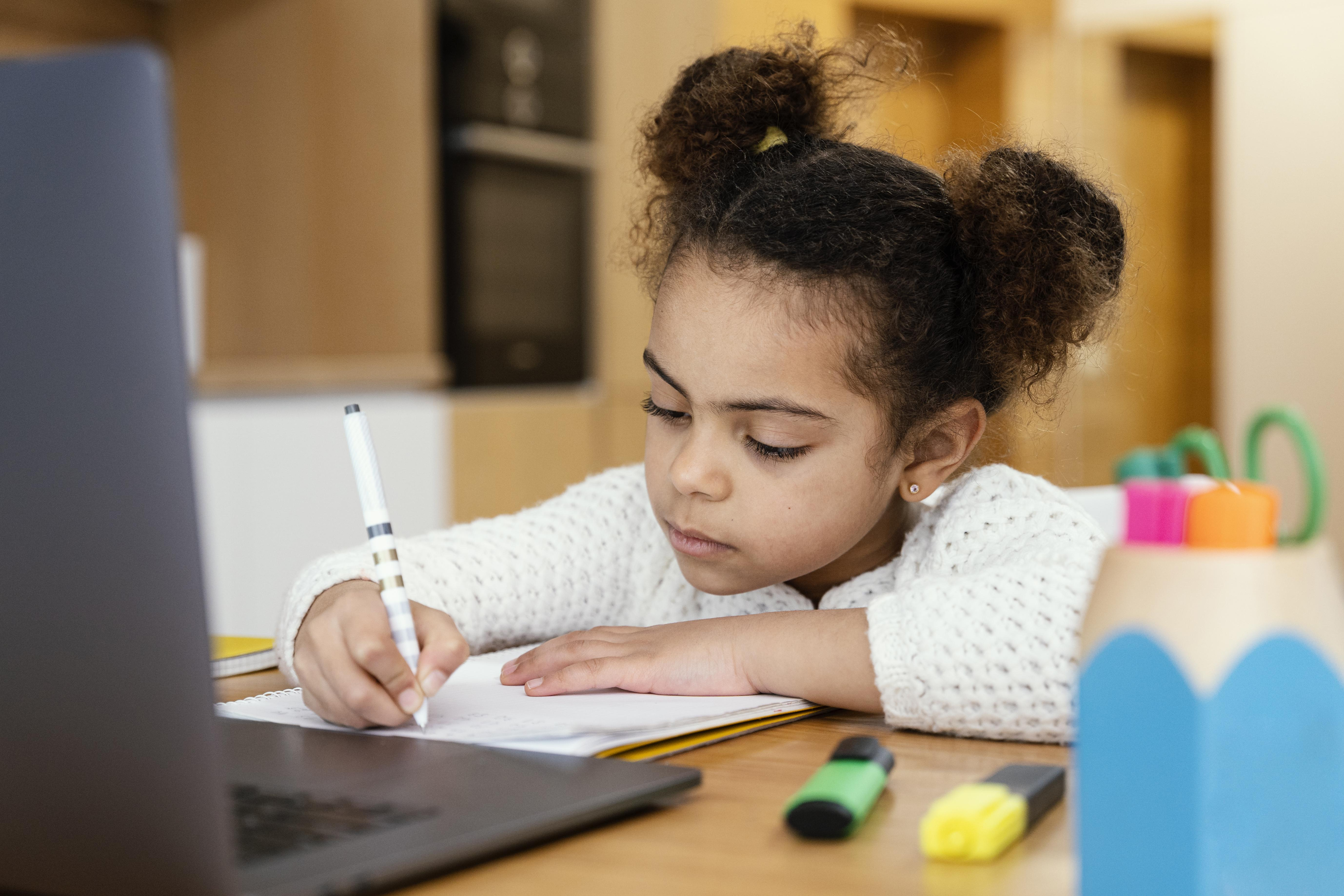 3-actividades-que-un-colegio-bicultural-debe-realizar-durante-clases-virtuales