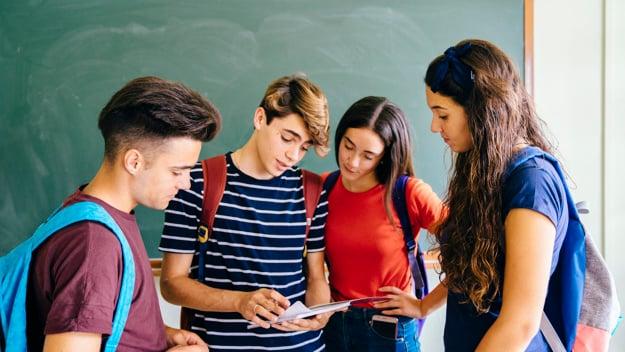7-ventajas-que-tienes-en-el-futuro-al-ser-egresado-de-un-colegio-bicultural-- (1)