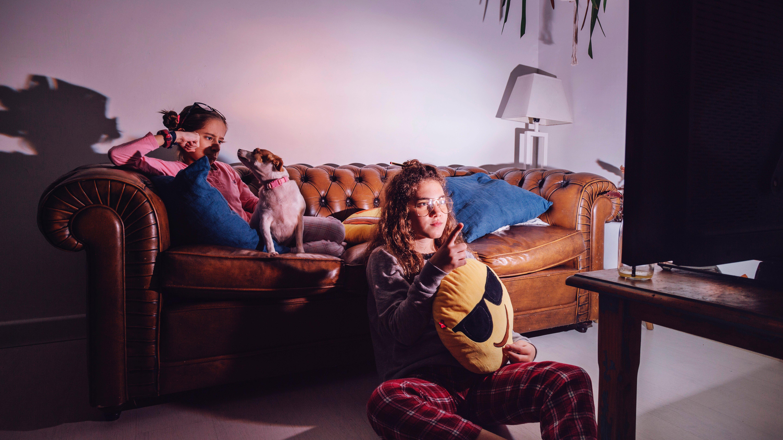 girls-watching-tv-in-evening