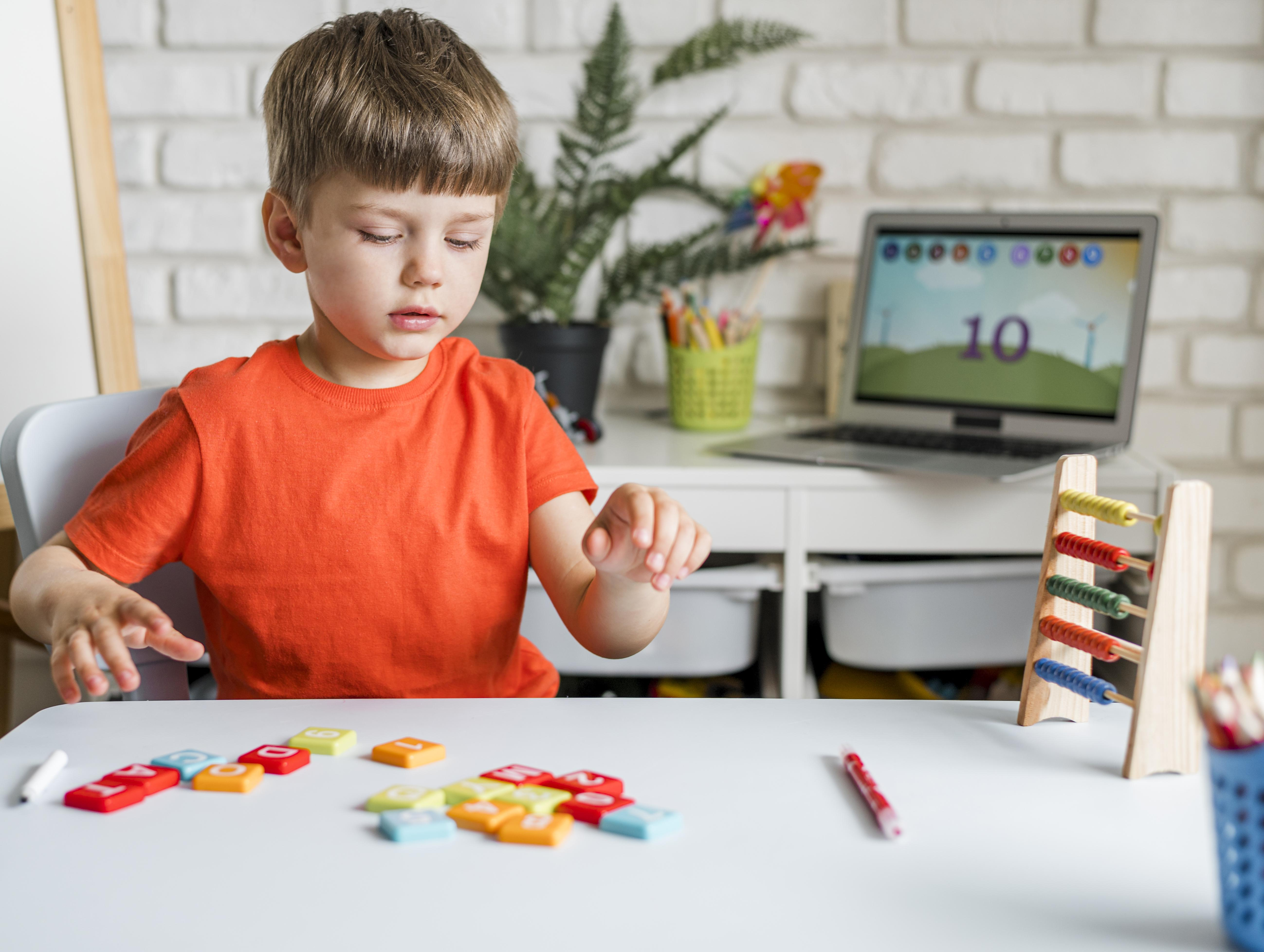 kid-with-letters-game
